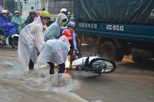 Cứ hễ mưa lớn là nhiều tuyến phố Buôn Ma Thuột biến thành sông