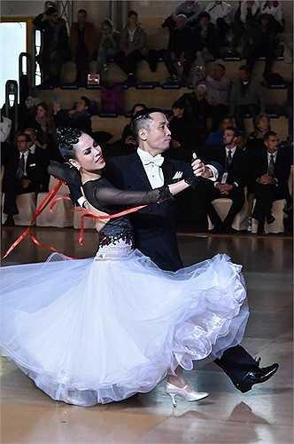 Sau khi tuyên bố giã từ sàn đấu dance sport, cặp đôi Hồng Việt và Thu Trang đã có một hành trình đến Ý để thăm thú và tham gia một số sự kiện dance sport tại đây