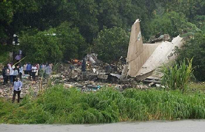 Chiếc máy bay đang trên đường đến Paloich, ở khu vực thượng nguồn sông Nile thì gặp nạn ngay khi vừa cất cánh