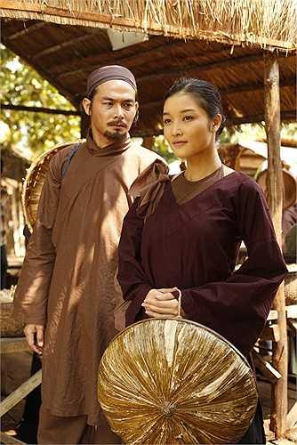Khoác lên mình những trang phục xưa cũ, nhưng Triệu Thị Hà vẫn gây ấn tượng với vẻ đẹp dịu dàng.