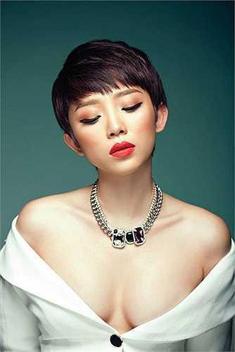 Tóc Tiên được ca ngợi với hình mẫu fashionista lý tưởng.