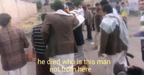 Người dân xúm quanh hiện trường vụ đánh bom bất thành