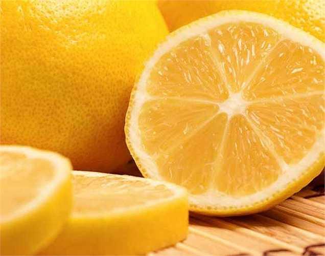 Cam bổ dưỡng nhất trong số các loại trái cây an toàn cho bệnh nhân tiểu đường. Cam rất giàu chất xơ, ít đường, giàu vitamin C và thiamin giúp duy trì, kiểm soát lượng đường trong máu. Chúng chứa 87 % là nước và có chỉ số đường rất thấp. Hãy kiểm soát lượng đường trong máu bằng cách ăn cam hàng ngày.