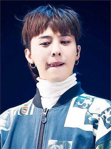 Ngoài vai trò trưởng nhóm Big Bang, G-Dragon còn được khán giả biết đến là 'biểu tượng thời trang' của nhóm và luôn khiến khán giả đi từ bất ngờ này đến bất ngờ khác mỗi khi anh xuất hiện.