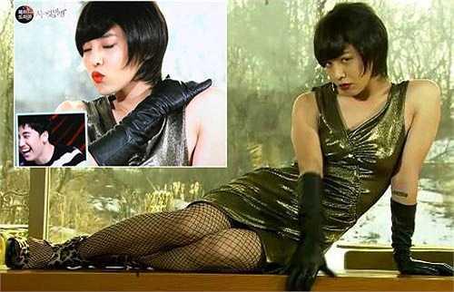 Tạo hình giả gái 'để đời' của G-Dragon khi hóa thân thành cô nàng ẻo lả trên truyền hình.