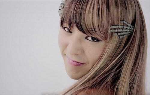 Một kiểu tóc khác của G-Dragon khi hóa trang thành nữ.