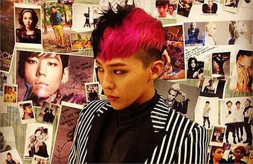 Kiểu nhuộm hightlight nửa này, nửa kia cũng là một trong những sở thích của G-Dragon trong vài năm gần đây.