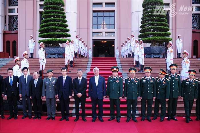 Hai đoàn Bộ Quốc phòng Việt Nam - Nhật Bản chụp ảnh chung
