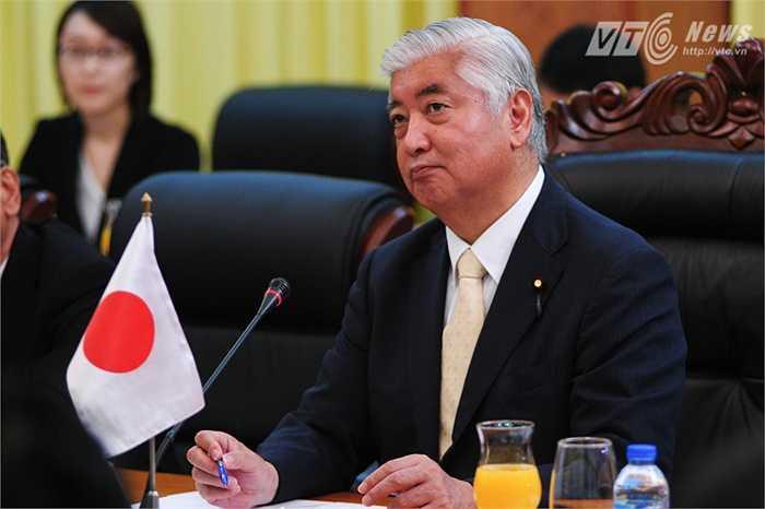 Bộ trưởng Nakatani Gen trong buổi hội đàm