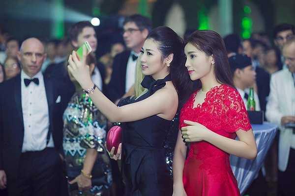 Tú Anh quê tại Hà Nội còn Kỳ Duyên sau khi đăng quang ngôi Hoa Hậu và cũng sinh sống tại thủ đô nên cả hai người đẹp đã có nhiều dịp gặp gỡ và trở nên thân thiết từ trước cho đến tận bây giờ.