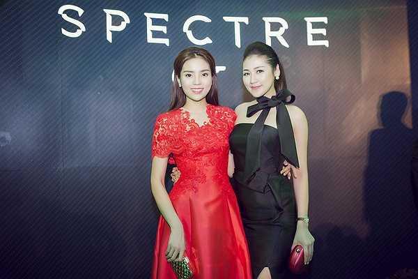 Chia sẻ tại sự kiện, Kỳ Duyên và Tú Anh cảm thấy rất may mắn vì được mời tham dự đêm hội bởi ban tổ chức đã chiếu cho hai người đẹp thưởng thức phim về điệp viên 007 sớm hơn một ngày so với lịch chiếu ra rạp