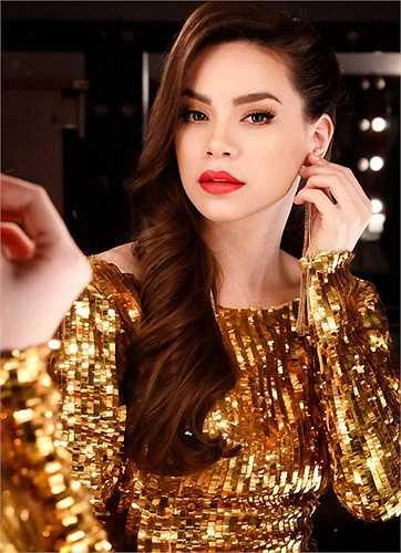 Từ một ca sĩ tay ngang, Hà Hồ đã trở thành nữ hoàng giải trí.