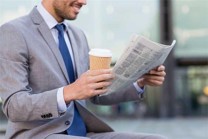 Phóng viên báo in. Giống như sách, báo in cũng đang dần không thể có nhiều người đọc như báo điện tử khi thông tin mới liên tục xuất hiện và cần được cập nhật liên tục qua mạng internet. Báo in không thể làm được điều này và chuyển sang hướng chuyên sâu nhiều hơn