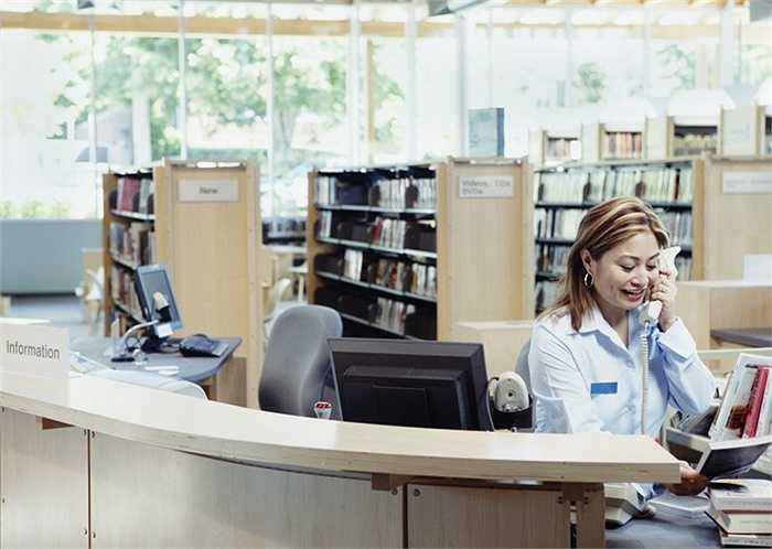 Thủ thư. Nghề trực thư viện đang trở nên vô cùng nhỏ hẹp cùng với sự giảm dần về xuất bản sách. Bây giờ, các thư viện e-books điện tử luôn sẵn sàng phục vụ cho người có nhu cầu và nhanh hơn rất nhiều so với việc tới một thư viện để tìm sách