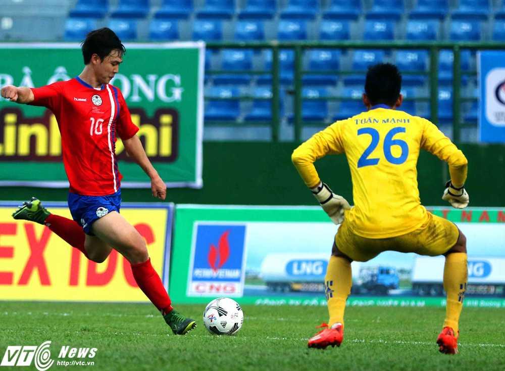 Kim Geonhee ghi bàn mở tỉ số cho Tuyển sinh viên Hàn Quốc (Ảnh: Quang Minh)