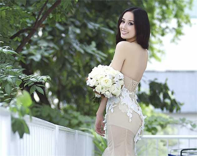Hoa hậu Việt Nam 2006, Mai Phương Thúy khiến nhiều fan 'mất ăn mất ngủ' vì tấm lưng gợi cảm.