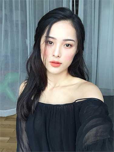 Từ một người mẫu cho các shop thời trang cao cấp,Hạ Vi đãlấn sân nghệ thuậtvới bộ phim đầu tay 'Tấm Cám' do Ngô Thanh Vân sản xuất.