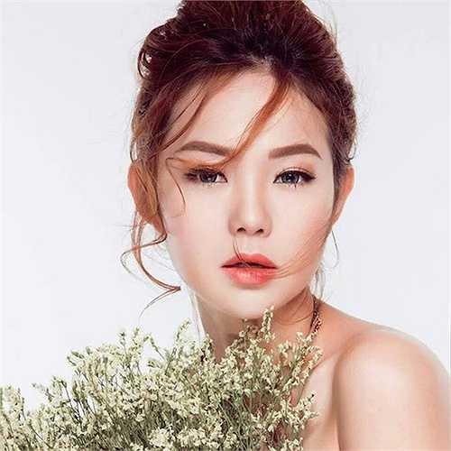 'Bé Heo' Minh Hằng cũng là một trong số những mỹ nhân có tướngphú quý. Bộ phim Con ma nhà họ Vương vớisự tham gia của người đẹp đang 'gây sốt' trên mặt báo với nhiều ý kiến trái chiều.