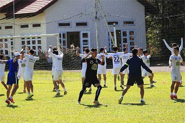 Theo kết quả bốc thăm của ban tổ chức giải U.21 Quốc tế Báo 2015, U21 HAGL sẽ nằm cùng bảng với U21 Myanmar và U19 Hàn Quốc.