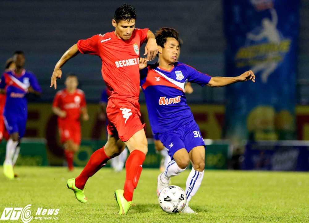Những ngoại binh thử việc của B.Bình Dương thể hiện chưa tốt trong trận đấu đầu tiên tại BTV Cup (Ảnh: Quang Minh)