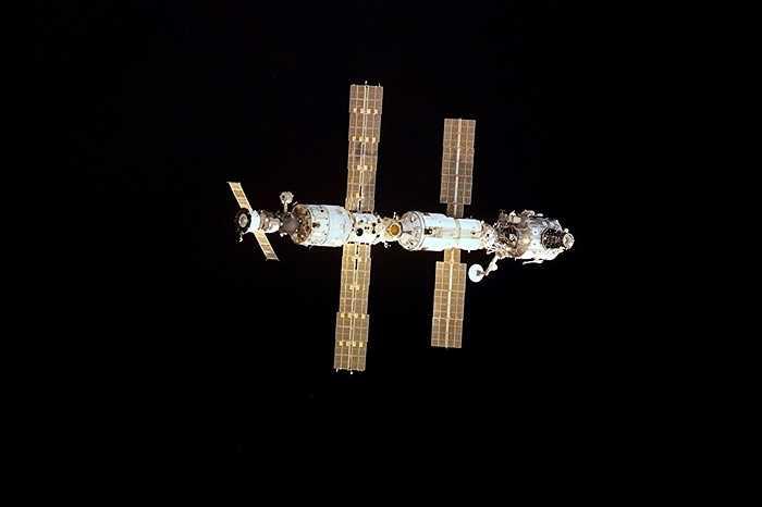 Trạm ISS bên ngoài không gian, chụp tháng 11/2015