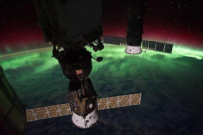 Các mô-đun của ISS phía trên cực quang phương Bắc