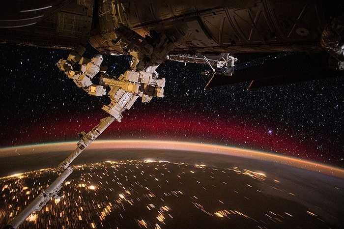 Trạm ISS bay quanh quỹ đạo Trái đất
