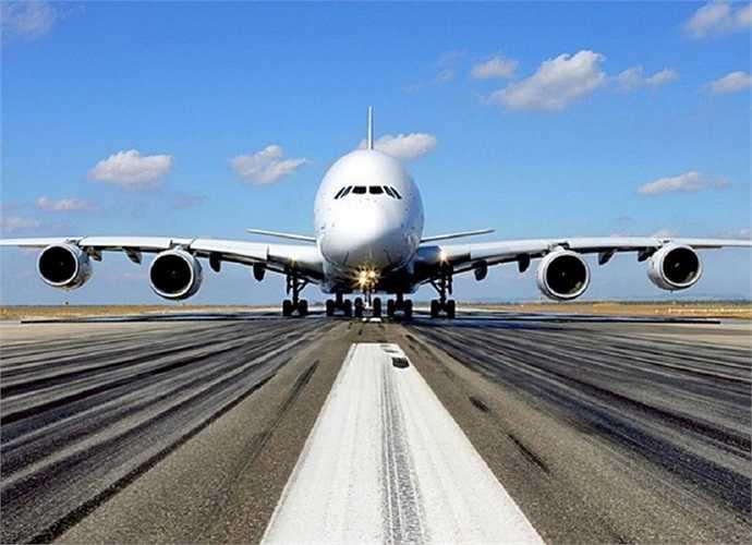 Chuyên cơ tốn kém nhất.  Al-Waleed bin Talal - Hoàng tử Ả Rập Xê-út sở hữu chuyên cơ Airbus A380 sau khi chi ra 300 triệu USD nhưng riêng tiền trang hoàng lại cho 'đứa con cưng' đã 'ngốn' thêm 200 triệu USD để tạo ra một chiếc chuyên cơ giá trị tới 500 triệu USD
