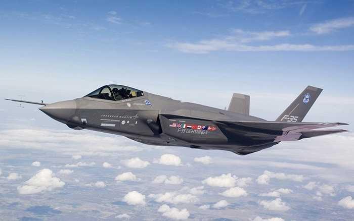 Vũ khí quân sự đắt giá nhất. Lockheed Martin's F-35 là máy bay chiến đấu tốn kém nhất hành tinh với giá bán khoang 400 tỷ USD/ chiếc. Đây là máy bay chiến đấu hiện đại và mạnh mẽ nhất của quân đội Mỹ vào thời điểm này