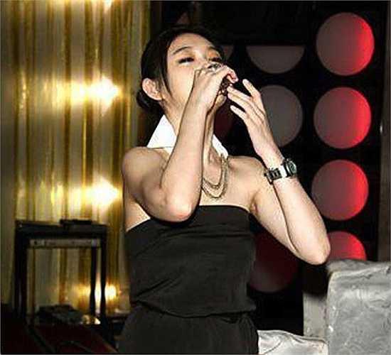 Từ Hy Viên đứng vị trí thứ 2 với giá 900.000 NDT (3,1 tỉ đồng). Mức giá này được Cri nghi ngờ và nhận định có thể là thông tin cũ của 2 năm trước. Mặc dù vậy danh tiếng và nhan sắc của nữ diễn viên Vườn sao băngvẫn được đánh giá cao.