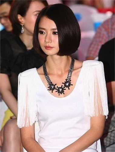 Sau khi kết hôn với ngôi sao võ thuật Ngô Kinh, Thích Vy không còn 'hot' như thời điểm độc thân. Tuy vậy, nhờ gương mặt đáng yêu và thân hình gợi cảm, cô vẫn được xếp thứ 4 trong danh sách này.