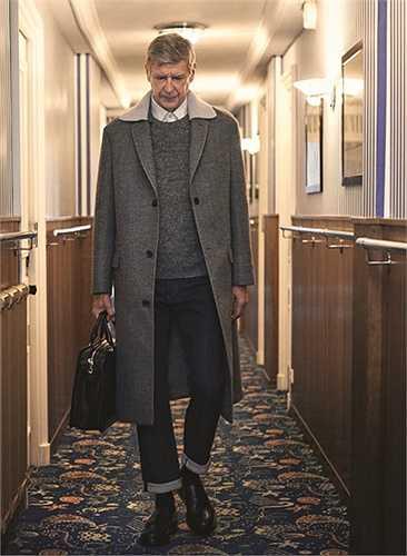 Điều gì xảy ra nếu một ngày Wenger xuất hiện ở đường hầm trong bộ trang phục như thế này.