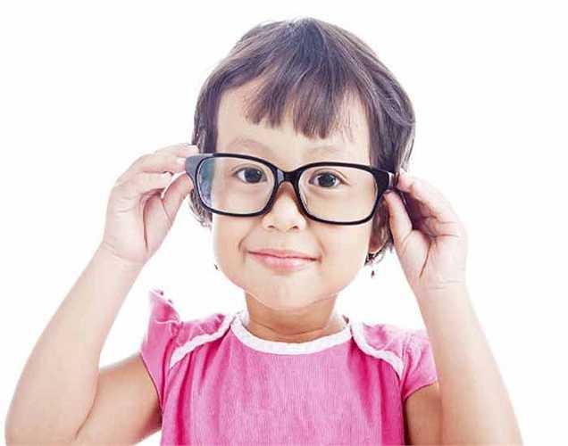 Tốt cho mắt: Nho khô rất giàu dinh dưỡng thực vật polyphenolic, giúp cho mắt của bạn khỏe mạnh và ngăn ngừa thoái hóa điểm vàng. Nho được coi là một trong những thực phẩm tốt nhất cho đôi mắt.