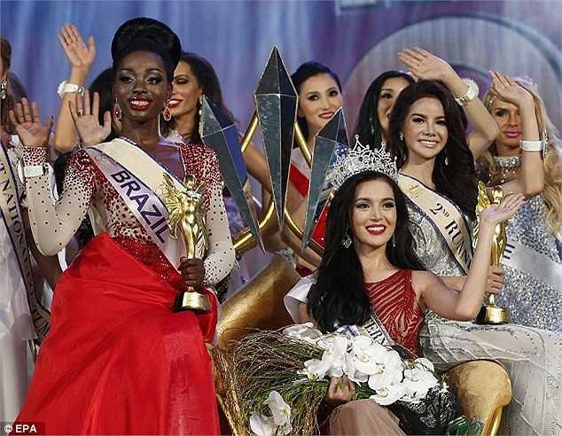 Đêm chung kết là cuộc tranh đấu của 27 người đẹp đến từ 17 quốc gia trên toàn thế giới.