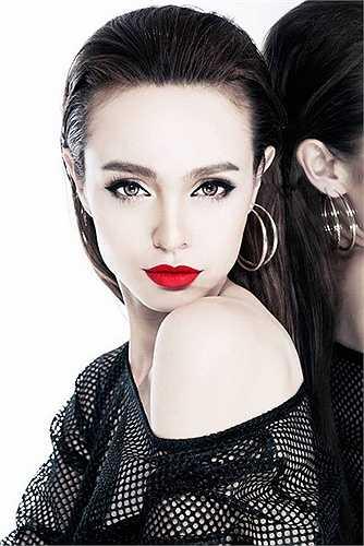 Khác với khuôn mặt xinh đep, nữ tính, MLee lại có phong cách thời trang khỏe khoắn, bụi bặm