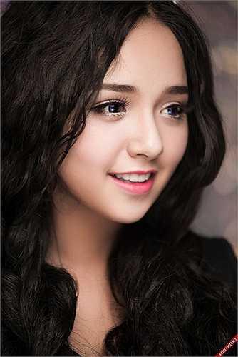 Khác với vẻ đẹp sắc sảo của MLee, Trinh Tây lại sở hữu khuôn mặt trẻ thơ đáng yêu