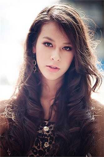 Chẳng cần nói, nhìn Nguyễn Hương Thùy (tên thường gọi Chanel) cũng biết cô gái này mang vẻ đẹp pha trộn từ nhiều dòng máu