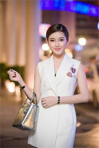 Bên cạnh việc tham gia đóng phim ngoài ra , nàng Á hậu còn nhận được một số lời mời quảng cáo tại Myanmar sẽ triển khai sắp tới.