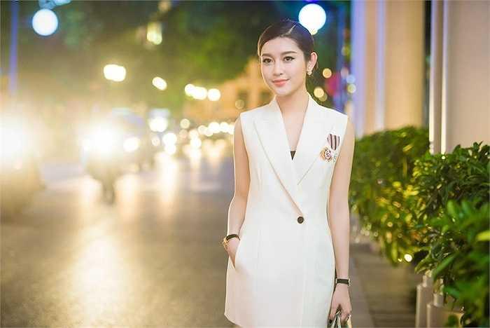 Sau nhiều lần trao đổi qua email, đại diện nhà sản xuất đã tới Việt Nam ký biên bản ghi nhớ và đầu tháng 12/2015 Á hậu Huyền My sẽ lên đường sang Myanmar dự lễ ra mắt đoàn làm phim.