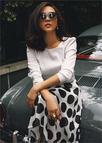 Luôn là người khoác lên mình những món đồ hiệu đắt tiền, nhưng quan niệm thời trang của hoa hậu Thu Hoài khá rõ ràng: 'Tôi rất thích hàng hiệu, nhưng tôi lại có nguyên tắc mua trang phục hợp hay không hợp.'