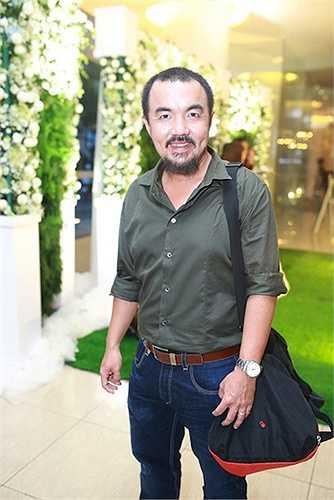 Ngoài ra, trong đám cưới Văn Anh - Tú Vi còn có sự xuất hiện của các khách mời khác như diễn viên Quốc Thuận.