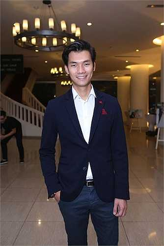Nam diễn viênNhan Phúc Vinh bảnh bao với vest.