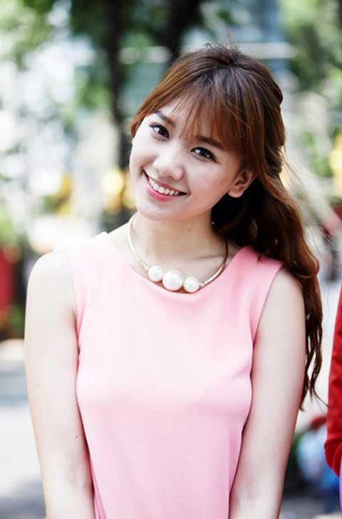 Ít ai biết được rằng nữ ca sĩ mang hai dòng máu Hàn Việt - Hari Won có tên thật là Lưu Esther. Cô hiện đang là một nữ ca sĩ, diễn viên, người mẫu và người dẫn chương trình được khán giả yêu thích hiện nay.