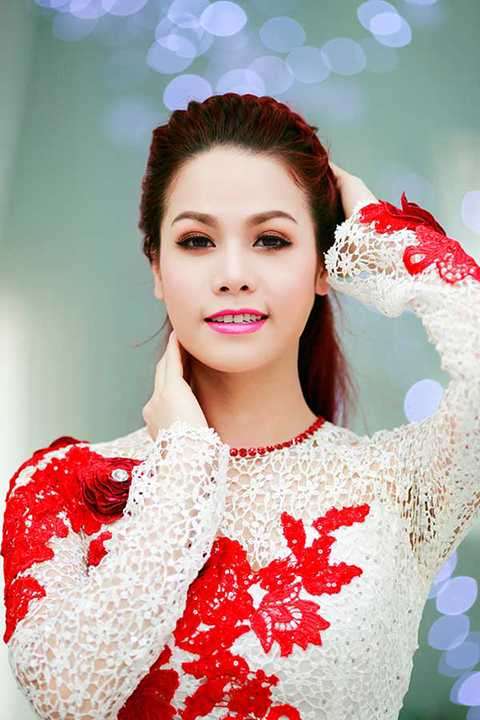 Xuất thân là người quê gốc miền Tây, vì thế mà tên thật của nữ ca sĩ Nhật Kim Anh có phần hơi chân quê. Tên thật của cô là Phan Kim Huê.