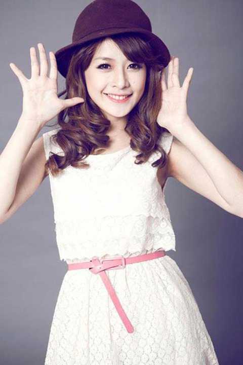 Chi Pu tên thật là Nguyễn Thùy Chi, sinh năm 1993. Hot girl Hà Nội là gương mặt được yêu thích trong các chương trình quảng cáo, đóng phim, làm người mẫu ảnh cho các tạp chí tuổi teen kể từ khi lọt vào top 20 Miss Teen 2009.