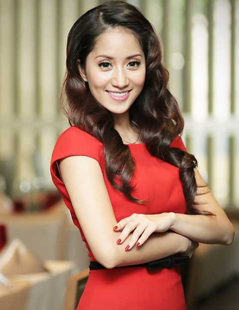Nguyễn Thị Hồng Thi là tên khai sinh của nữ hoàng dance sport Khánh Thi.