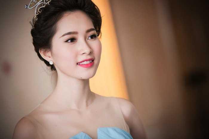 Hoa hậu Việt Nam 2012 Đặng Thu Thảo luôn là gương mặt chiếm được nhiều cảm tình của người hâm mộ nhất. Hoa hậu Đặng Thu Thảo được nhiều người nhận xét sở hữu vẻ đẹp toàn diện, từ đôi mắt đến nụ cười, vóc dáng và làn da.