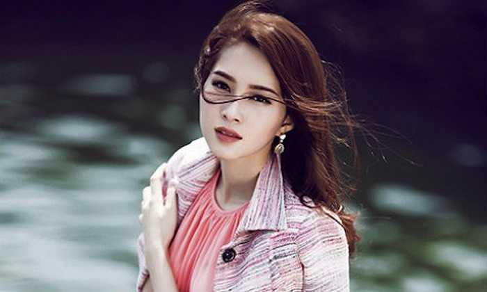 Điểm thu hút nhất của hoa hậu Việt Nam 2012 được nhiều người nhận xét là gương mặt thanh tú, đôi mắt bồ câu và nụ cười tỏa nắng. Nhờ những ưu điểm nổi bật này mà Hoa hậu Đặng Thu Thảo luôn là người đẹp nhất và được lòng công chúng nhất. Với vẻ đẹp trong sáng, Hoa hậu Thu Thảo luôn thu hút mọi ánh nhìn trong mỗi bức hình