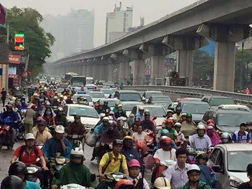 Khoảng gần 8h đoạn đường Nguyễn Trãi đã ùn ứ phương tiện