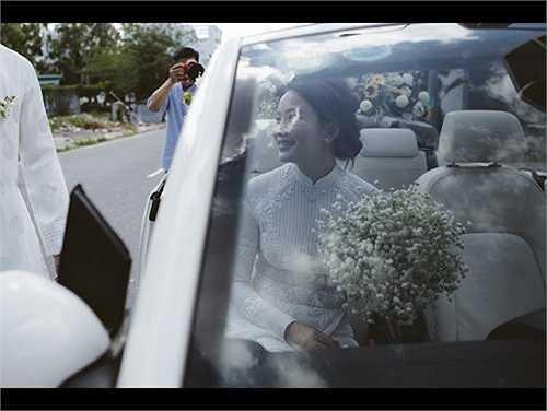 Phan Như Thảo xinh đẹp rạng rỡ trong ngày đính hôn. Lễ cưới dự kiến sẽ diễn ra vào năm 2016. (Nguồn: Dân Việt)